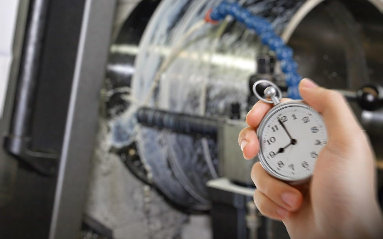 Nie mierzysz czasu pracy maszyn? Możesz się tylko domyślać, czy są wydajne.